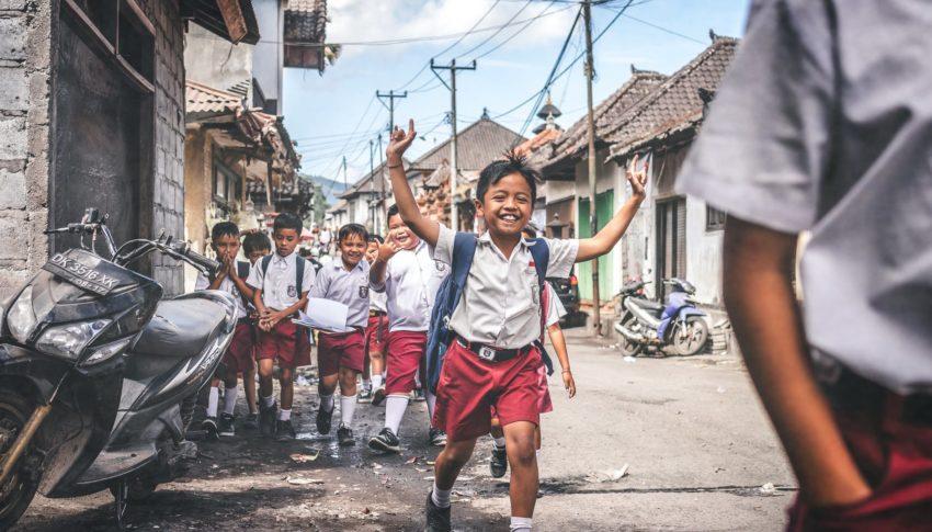 Then vs Now: Derita Anak Sekolahan Dulu dan Sekarang
