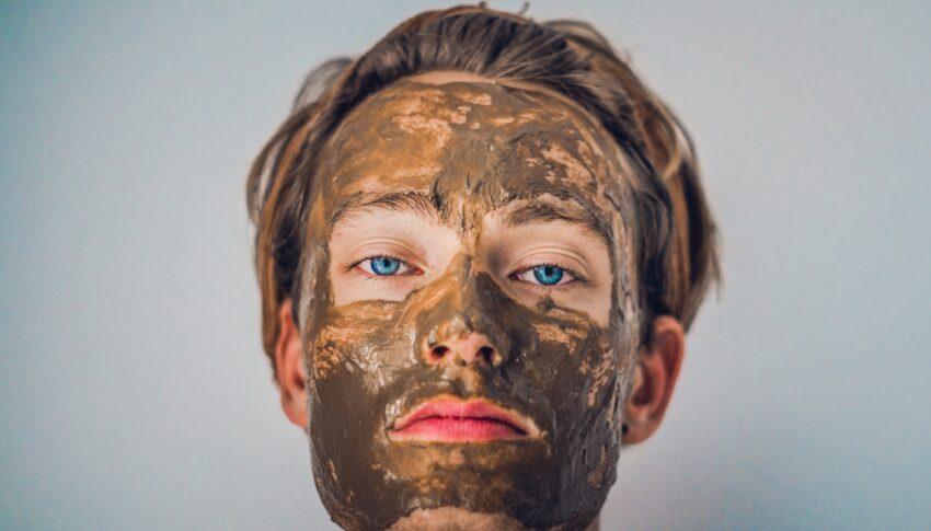"""Boys, Bukan Masalah Kalau Kamu Pakai Skincare Tanpa Label """"For Men""""!"""
